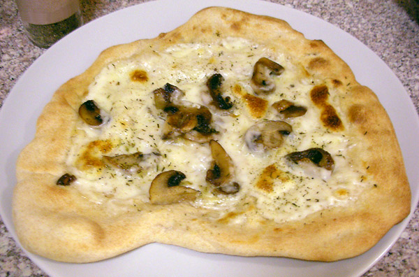 MushroomBechemelPizza1_web